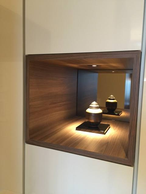David Stanley Hewett's ceramic pottery in The Oakwood Premier Tokyo suite room